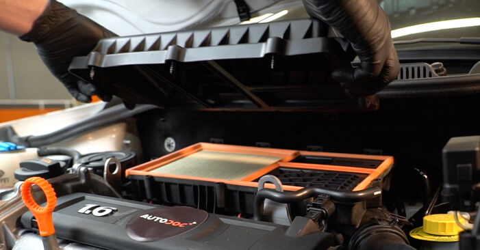 Wie man VW POLO 1.6 2013 Luftfilter austauscht - Eingängige Anweisungen online