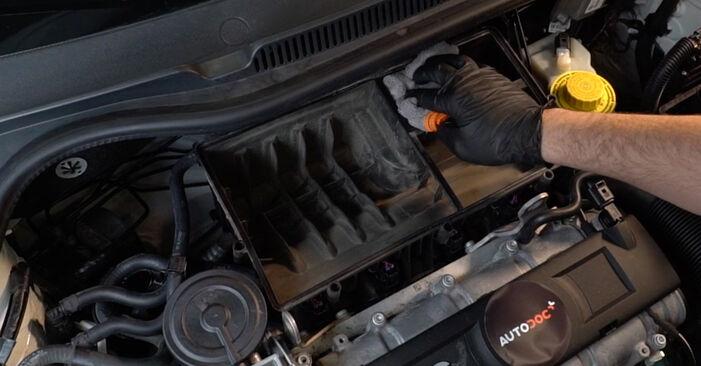 Wie problematisch ist es, selber zu reparieren: Luftfilter beim VW Polo 5 Limousine 1.4 TSi 2015 auswechseln – Downloaden Sie sich bebilderte Tutorials