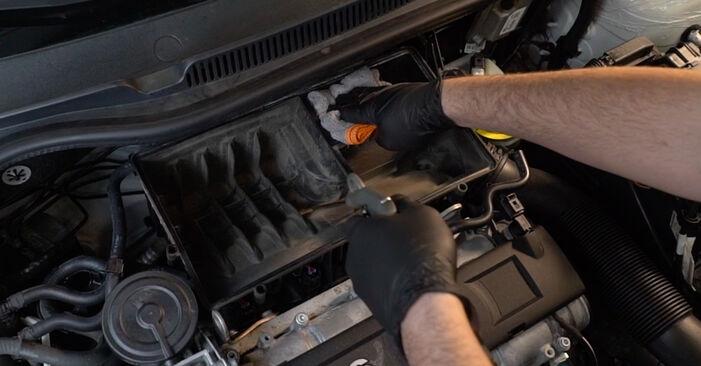 VW POLO 2016 Luftfilter Stufenweise Anleitung zum Austausch