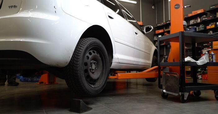 Audi A3 8pa 1.9 TDI 2006 Pasukimo trauklė keitimas: nemokamos remonto instrukcijos
