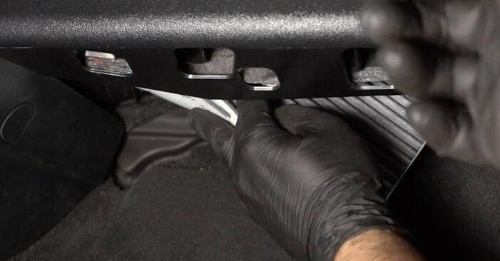 Cómo reemplazar Filtro de Habitáculo en un AUDI A3 Sportback (8PA) 2009: descargue manuales en PDF e instrucciones en video