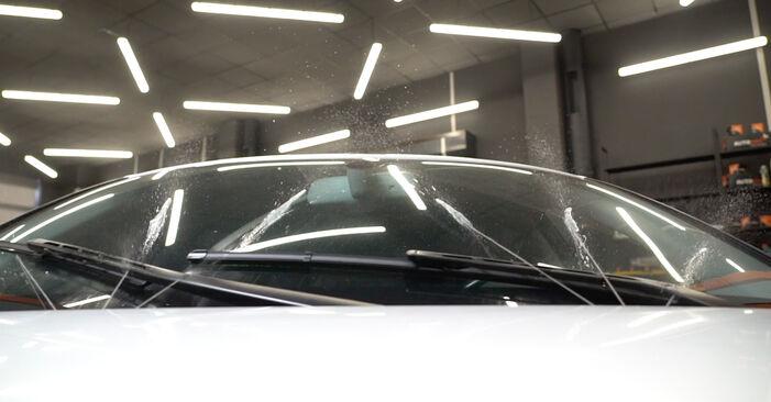 Scheibenwischer beim AUDI A3 2.0 FSI 2011 selber erneuern - DIY-Manual