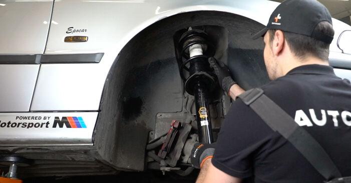 Ile czasu zajmuje wymiana: Amortyzator w BMW E39 2003 - pouczająca instrukcja w formacie PDF