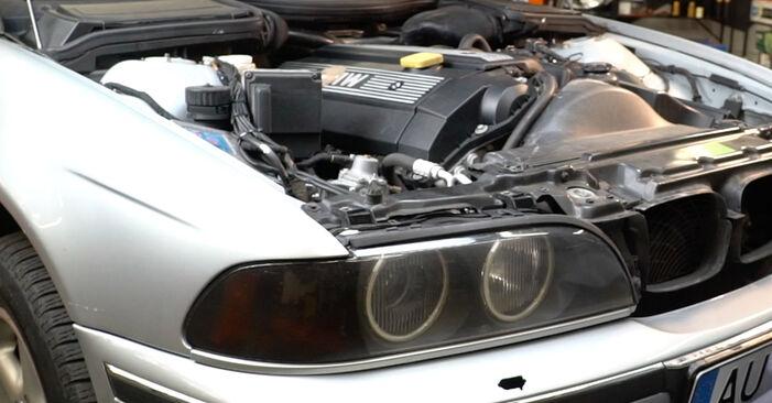 Jak zdjąć BMW 5 SERIES 525tds 2.5 1999 Amortyzator - łatwe w użyciu instrukcje online