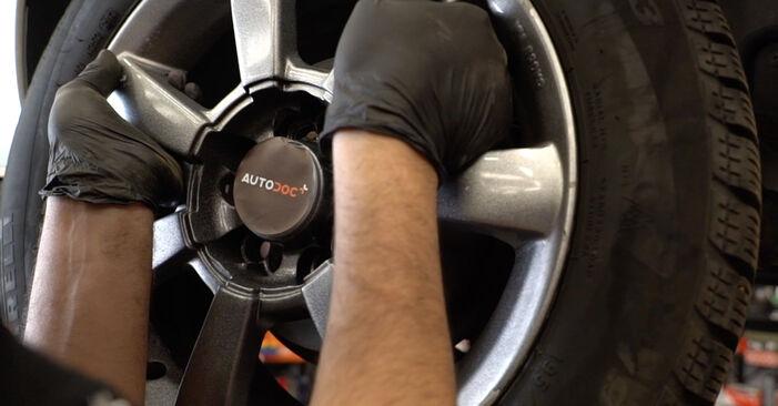 Stoßdämpfer beim VW POLO 1.6 TDI 2016 selber erneuern - DIY-Manual