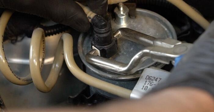 Wechseln Kraftstofffilter am FIAT GRANDE PUNTO (199) 1.4 16V 2008 selber