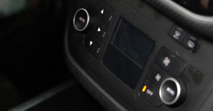 Come cambiare Filtro Antipolline su Fiat Grande Punto Hatchback 2005 - manuali PDF e video gratuiti
