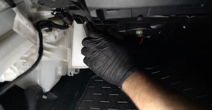 Devi sapere come rinnovare Filtro Antipolline su FIAT GRANDE PUNTO ? Questo manuale d'officina gratuito ti aiuterà a farlo da solo