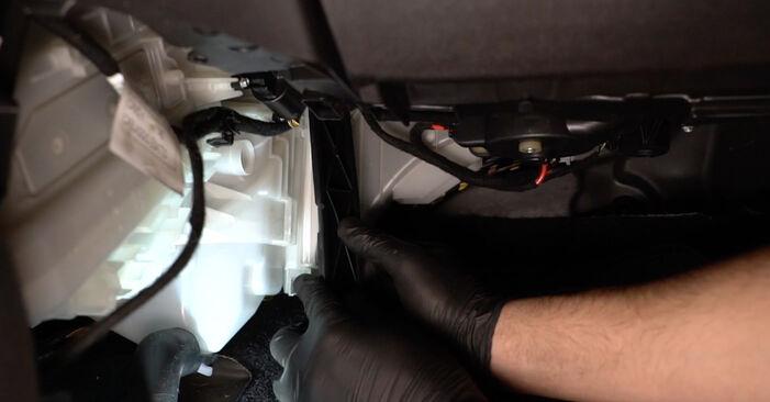 La sostituzione di Filtro Antipolline su Fiat Grande Punto Hatchback 2013 non sarà un problema se segui questa guida illustrata passo-passo