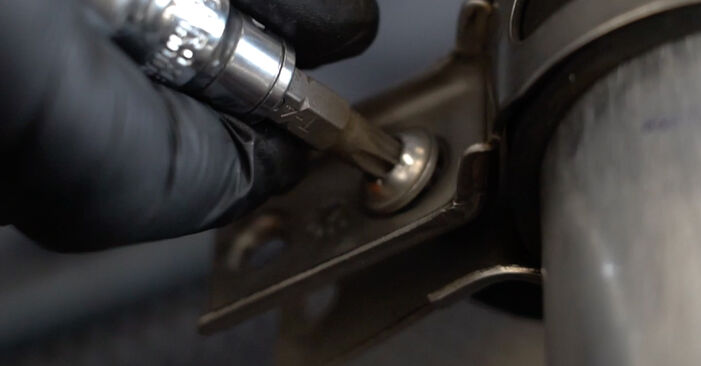 Austauschen Anleitung Kraftstofffilter am BMW E60 2001 530d 3.0 selbst