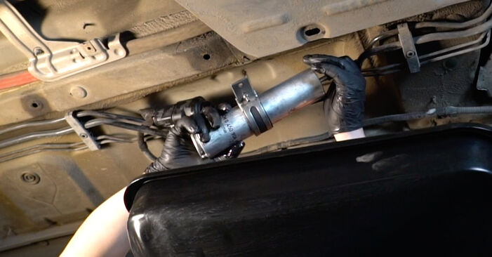 5 Limousine (E60) 525d 3.0 2002 525d 2.5 Kraftstofffilter - Handbuch zum Wechsel und der Reparatur eigenständig