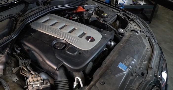 BMW E60 525d 2.5 2003 Filtre à Huile remplacement : manuels d'atelier gratuits