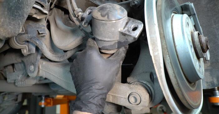 Priporočila korakov za DIY zamenjavo Audi A4 B8 Sedan 2011 S4 3.0 quattro Blazilnik