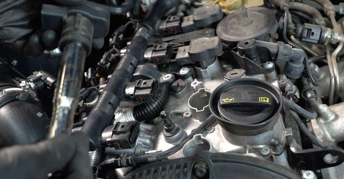 Zündkerzen am AUDI A4 Limousine (8K2, B8) 2.0 TDI 2012 wechseln – Laden Sie sich PDF-Handbücher und Videoanleitungen herunter