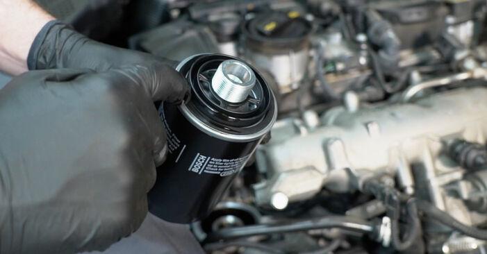 Recommandations étape par étape pour remplacer soi-même Audi A4 B8 2011 S4 3.0 quattro Filtre à Huile