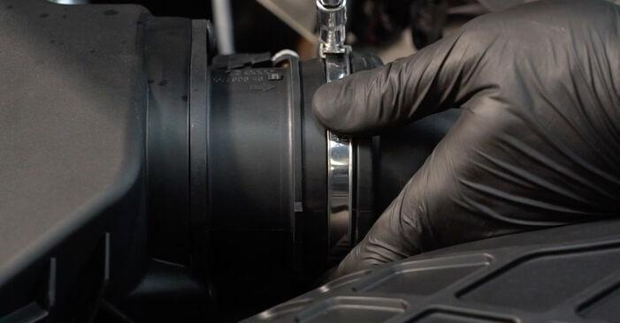 Kaip pakeisti Oro filtras la Audi A4 B8 Sedanas 2007 - nemokamos PDF ir vaizdo pamokos