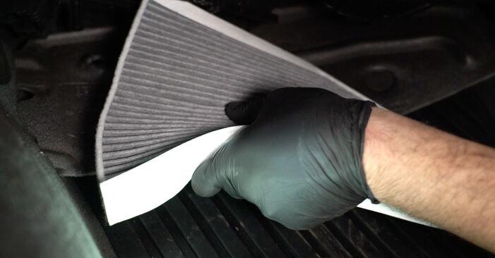 Kaip pakeisti Oro filtras, keleivio vieta AUDI A4 Sedanas (8K2, B8) 2012: atsisiųskite PDF instrukciją ir vaizdo pamokas