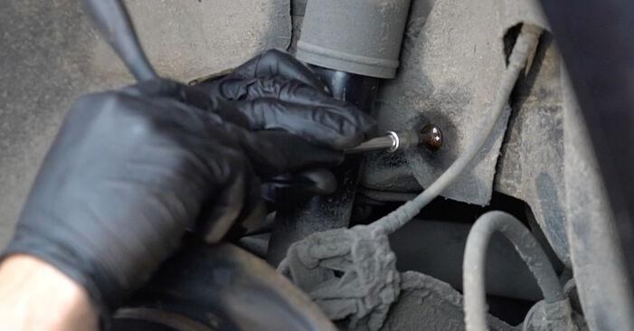Wie schwer ist es, selbst zu reparieren: Stoßdämpfer Skoda Octavia 2 Combi 1.6 2010 Tausch - Downloaden Sie sich illustrierte Anleitungen