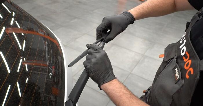 Wechseln Scheibenwischer am FORD Fiesta Mk6 Schrägheck (JA8, JR8) 1.5 TDCi 2011 selber