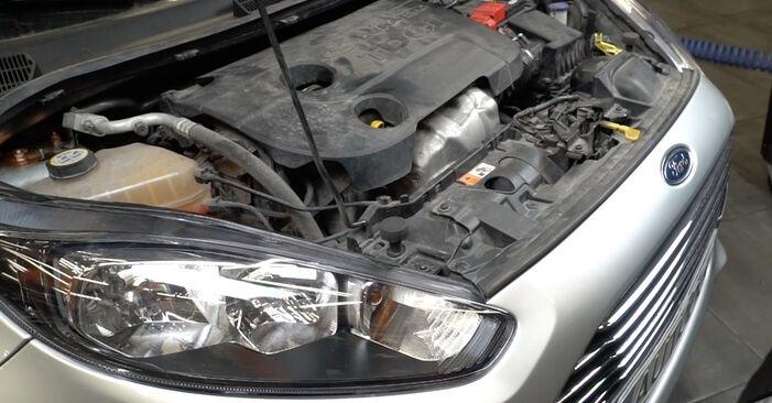 Consigli passo-passo per la sostituzione del fai da te Ford Fiesta Mk6 2021 1.4 LPG Filtro Carburante