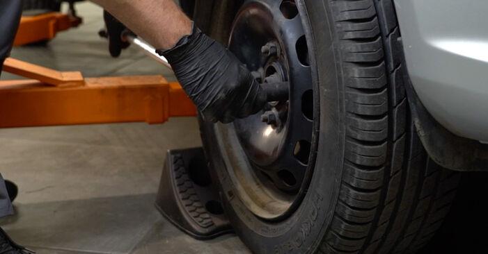 Slik bytter du FORD Fiesta Mk6 Hatchback (JA8, JR8) 1.25 2009 Stabilisatorstag selv – trinn-for-trinn veiledninger og videoer