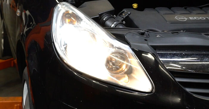 Hoe OPEL Corsa D Hatchback (S07) 1.3 CDTI (L08, L68) 2007 Koplamp vervangen – stapsgewijze handleidingen en videogidsen
