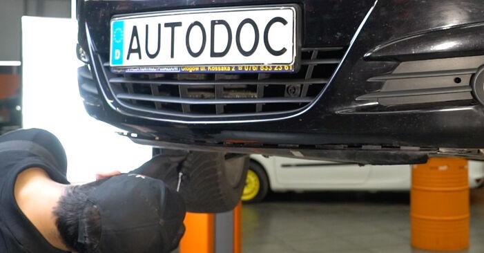 Hoe moeilijk is het om zelf te doen: Koplamp vervangen Opel Corsa D 1.4 (L08, L68) 2012 – download geïllustreerde gids