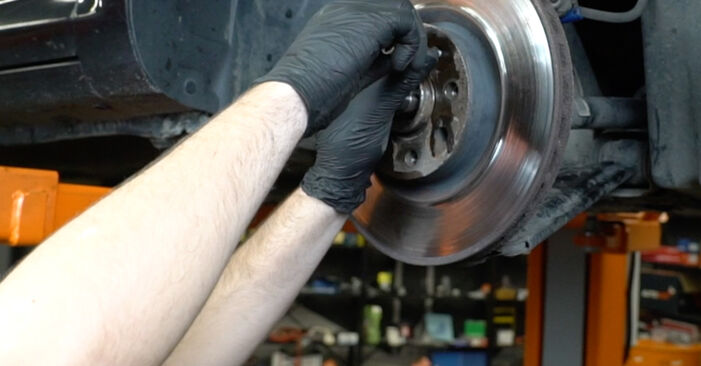 Pasikeiskite OPEL Corsa D Hatchback (S07) 1.4 (L08, L68) 2011 Rato guolis patys - internetinė instrukcija