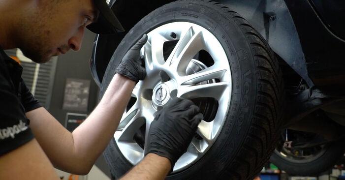 Come cambiare Freno a Tamburo su OPEL Corsa D Hatchback (S07) 2009 - suggerimenti e consigli