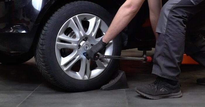 Sostituire Freno a Tamburo su OPEL Corsa D Hatchback (S07) 1.4 (L08, L68) 2011 non è più un problema con il nostro tutorial passo-passo