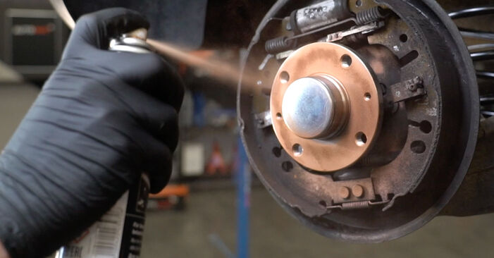Bremstrommel Ihres Opel Corsa D 1.3 CDTI (L08, L68) 2014 selbst Wechsel - Gratis Tutorial