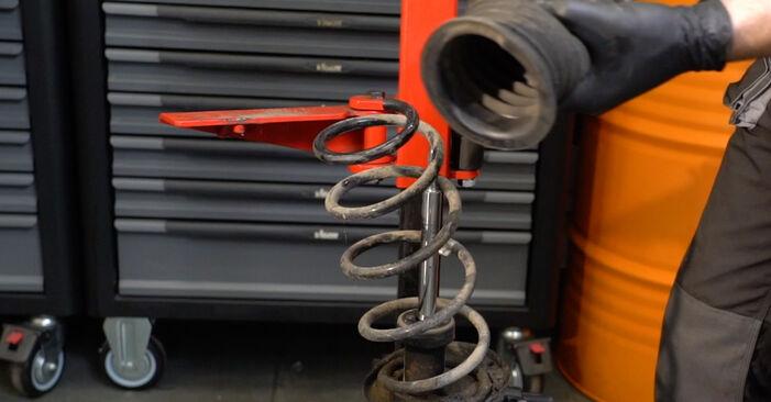 Skift af Fjeder på OPEL Corsa D Hatchback (S07) 1.0 (L08, L68) 2009 ved gør-det-selv