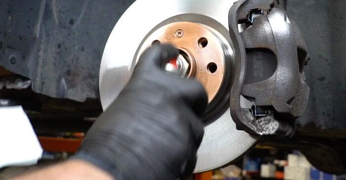 Trin-for-trin anbefalinger for gør-det-selv udskiftning på Opel Corsa D 2010 1.3 CDTI (L08, L68) Fjeder