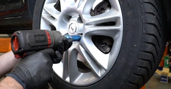 Wie schwer ist es, selbst zu reparieren: Bremsbeläge Opel Corsa D 1.4 (L08, L68) 2012 Tausch - Downloaden Sie sich illustrierte Anleitungen