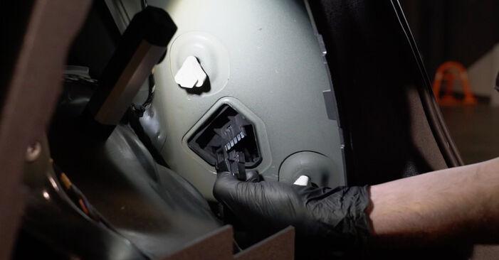 Heckleuchte am OPEL Corsa D Schrägheck (S07) 1.2 (L08, L68) 2011 wechseln – Laden Sie sich PDF-Handbücher und Videoanleitungen herunter