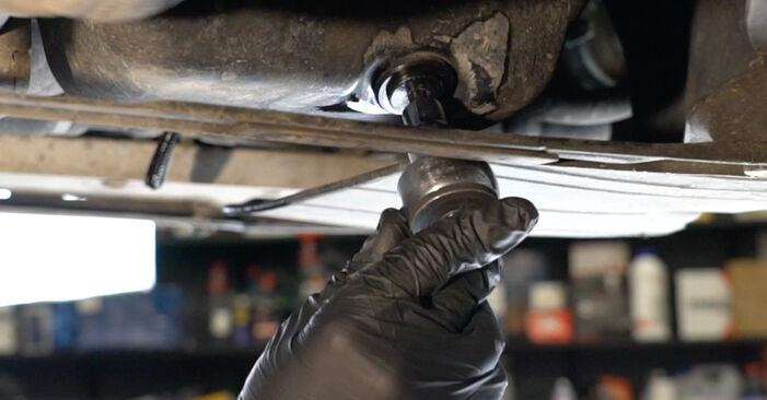 Hvordan skifte Oljefilter på OPEL Corsa D Hatchback (S07) 2009 – tips og triks