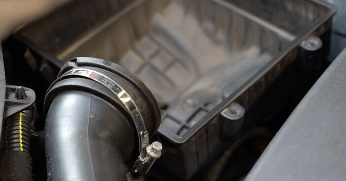 Austauschen Anleitung Luftfilter am Opel Corsa D 2007 1.3 CDTI (L08, L68) selbst