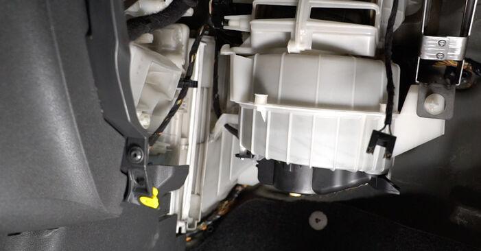 Byt Corsa D Hatchback (S07) 1.3 CDTI (L08, L68) 2008 Kupefilter – gör det själv med verkstadsmanual