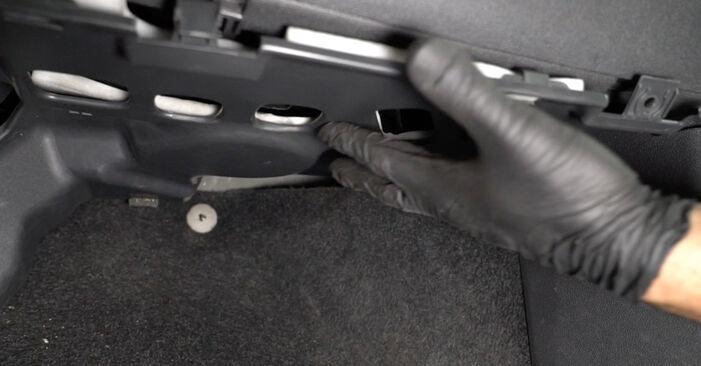 Så byter du Kupefilter på OPEL Corsa D Hatchback (S07) 2011: ladda ned PDF-manualer och videoinstruktioner