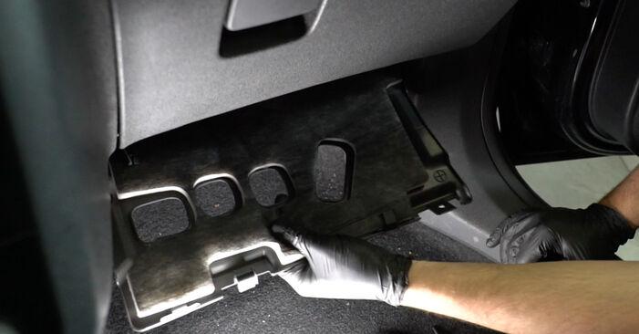 Byt Kupefilter på OPEL Corsa D Hatchback (S07) 1.0 (L08, L68) 2009 själv