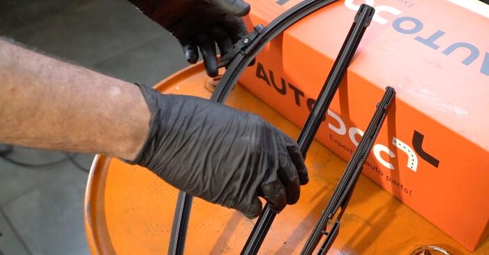 Kaip pakeisti Valytuvo gumelė la Opel Corsa D 2006 - nemokamos PDF ir vaizdo pamokos