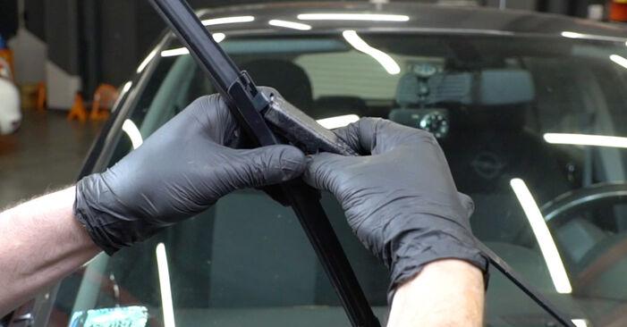 Opel Corsa D 1.2 (L08, L68) 2008 Valytuvo gumelė keitimas: nemokamos remonto instrukcijos