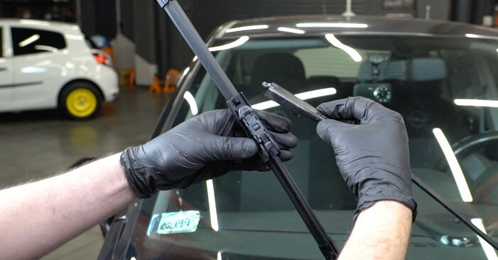 Savarankiškas OPEL Corsa D Hatchback (S07) 1.0 (L08, L68) 2009 Valytuvo gumelė keitimas