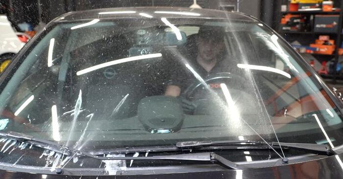 Kaip pakeisti Valytuvo gumelė OPEL Corsa D Hatchback (S07) 2011: atsisiųskite PDF instrukciją ir vaizdo pamokas