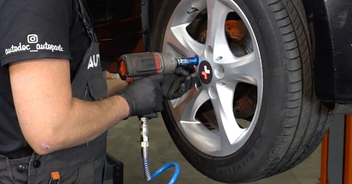Wechseln ABS Sensor am BMW 1 Coupe (E82) 118d 2.0 2009 selber