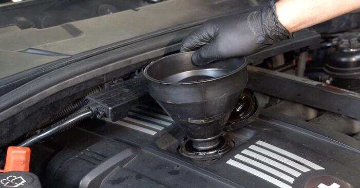 Você precisa saber como substituir Filtro de Óleo no BMW 1 SERIES ? Este manual de oficina gratuito o ajudará a fazer você mesmo