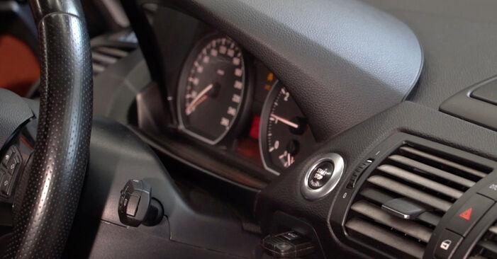 Como trocar Filtro de Óleo no BMW 1 Coupe (E82) 2010 - dicas e truques
