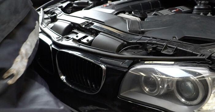 Recomendações passo a passo para a substituição de BMW E82 2011 125i 3.0 Filtro de Óleo por si mesmo