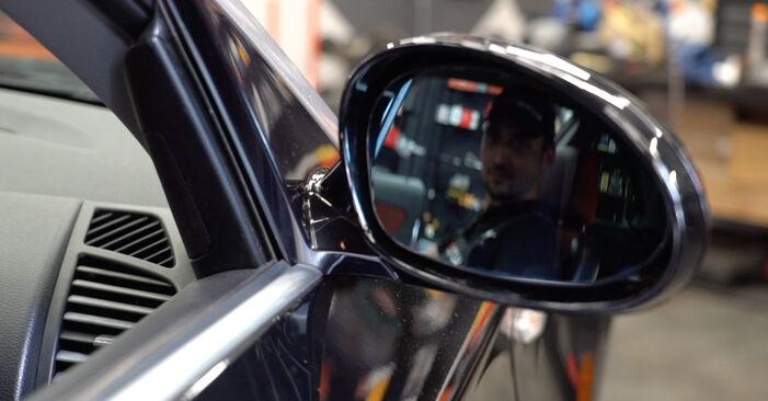 Tidsforbruk: Bytte av Sidespeilglass på BMW E82 2006 – informativ PDF-veiledning