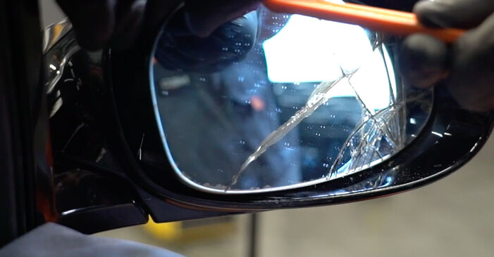 Bytte BMW E82 123d 2.0 2008 Sidespeilglass: gratis verkstedsveiledning